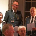 Während der Jahreshauptversammlung: Präsident Andreas Albers (Bildmitte) mit Vizepräsidentin Bärbel Müller und Ehrenpräsident Ernst-August Windhorst.